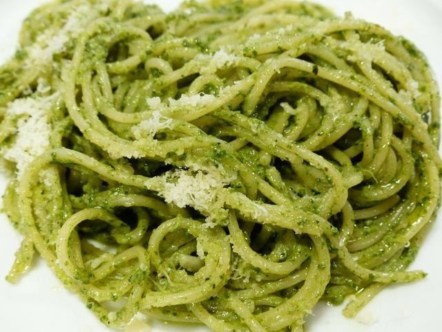 Spaghetti noodles eat.