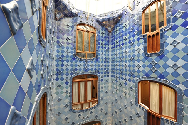Spain battlò courtyard, architecture buildings.