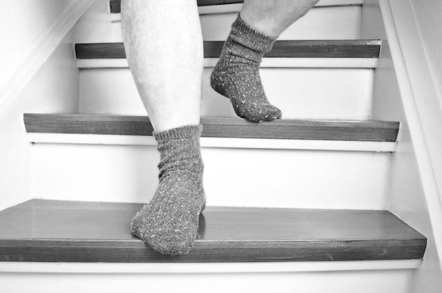 Stairs feet go.