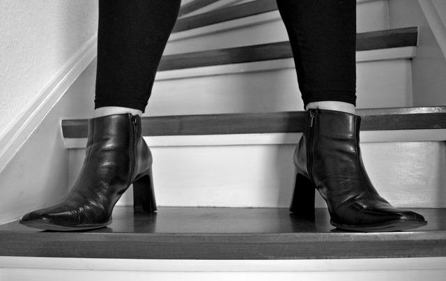 Stairs stand wait, beauty fashion.