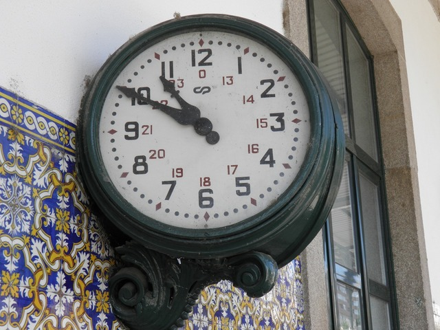 Station clock railway douro.