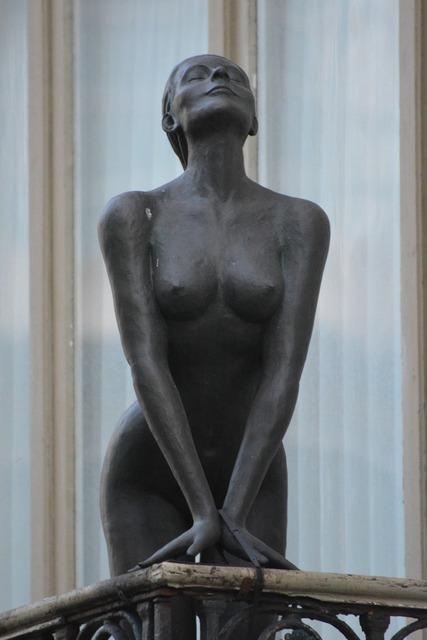 Statue brass woman, beauty fashion.