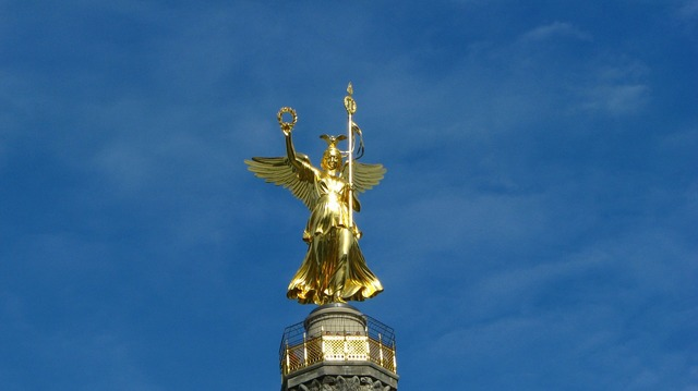 Statue flight tourism, travel vacation.