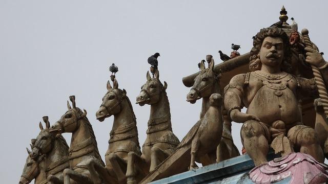 Statue horses deities.
