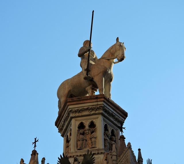 Statue scala verona.