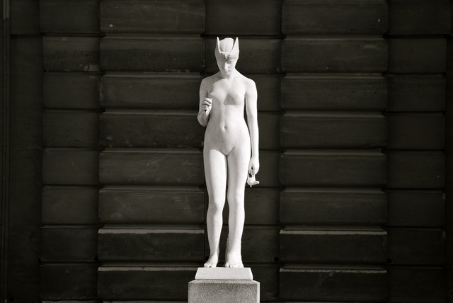 Statue woman nude, beauty fashion.