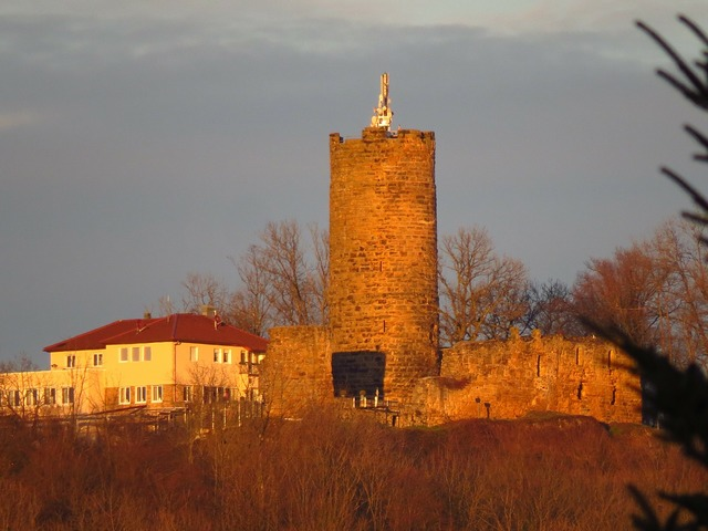 Staufeneck castle keep.