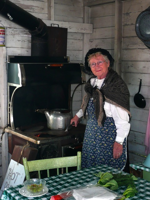 Steinbach mennonite heritage village manitoba, people.