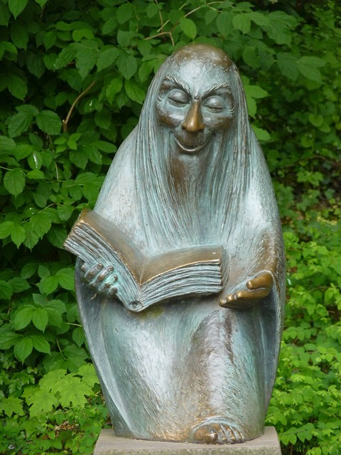 Storytellers sculpture figure.