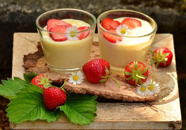 Strawberries strawberry dessert vanilla dessert, food drink.