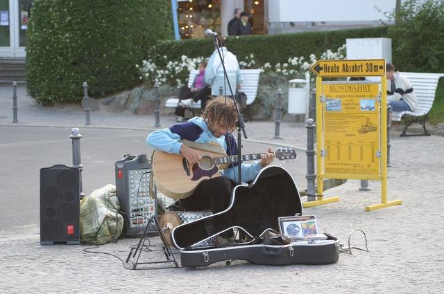 Street musicians rügen island beach, travel vacation.