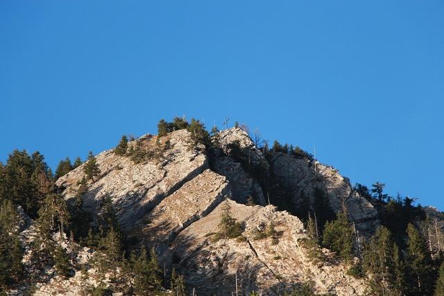 Summit summit cross mountains.