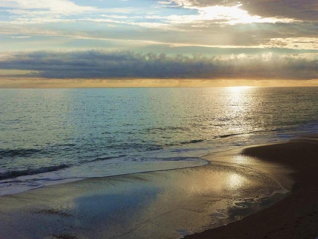 Sunrise on ocean vero beach fl.