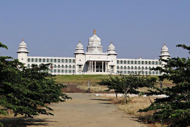 Suvarna-vidhana-soudha suvarna soudha legislature building.