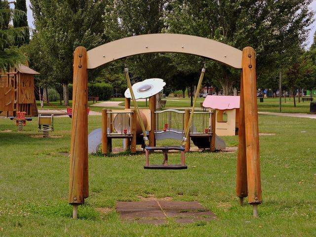 Swing game park.