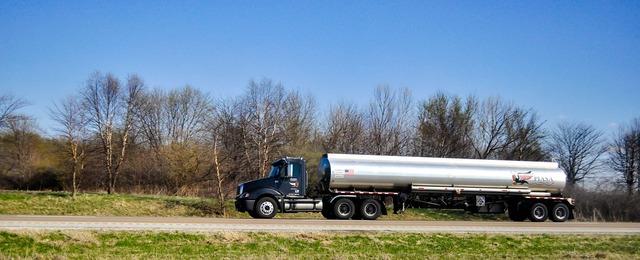 Tank tank truck truck, transportation traffic.