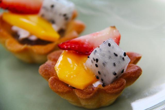 Tarts fruit cake, food drink.