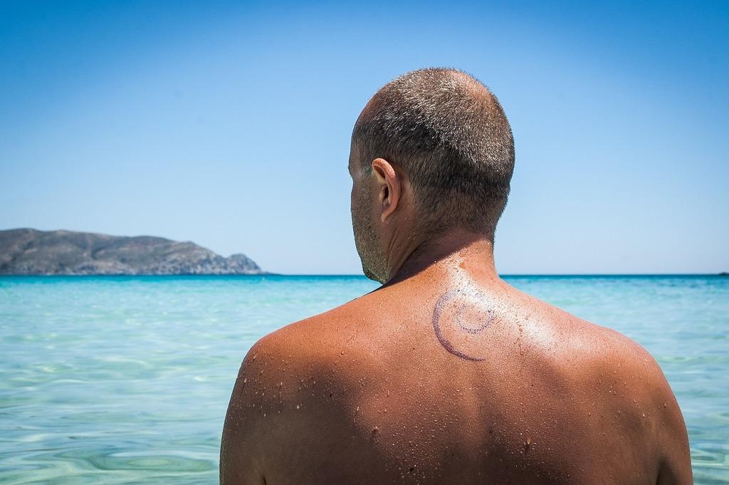 Tattoo the back debian.
