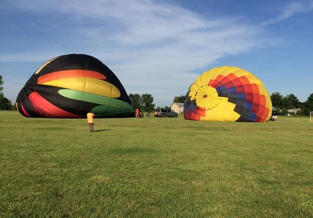 Teamwork hot air balloon support.