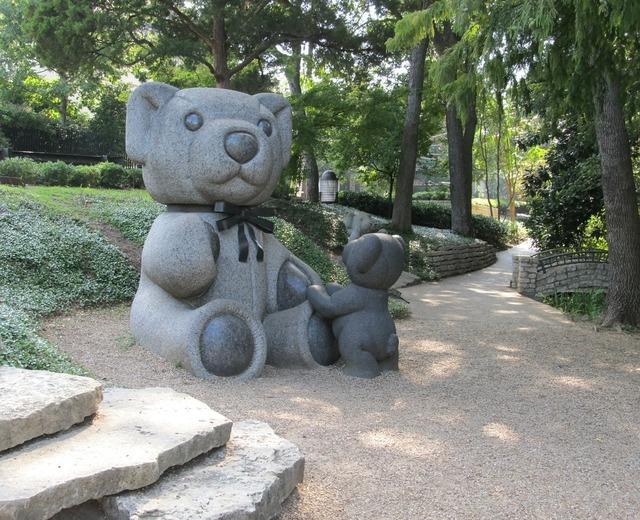 Teddy bears sculptures park.