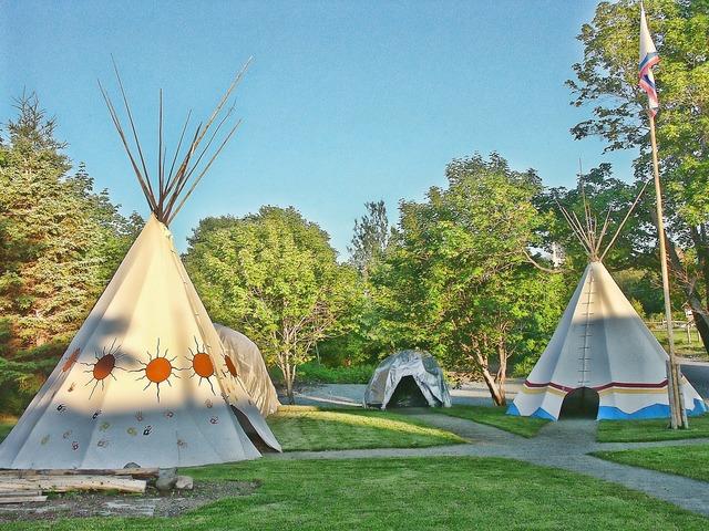 Tent tipi pow wow.