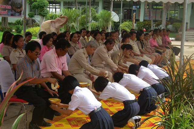 Thailand men women, religion.