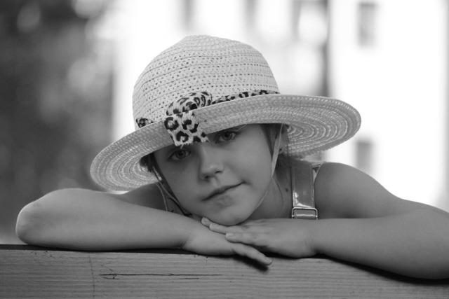 The little girl portrait cherno-white.