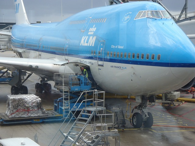 The plane airport jumbo jet.