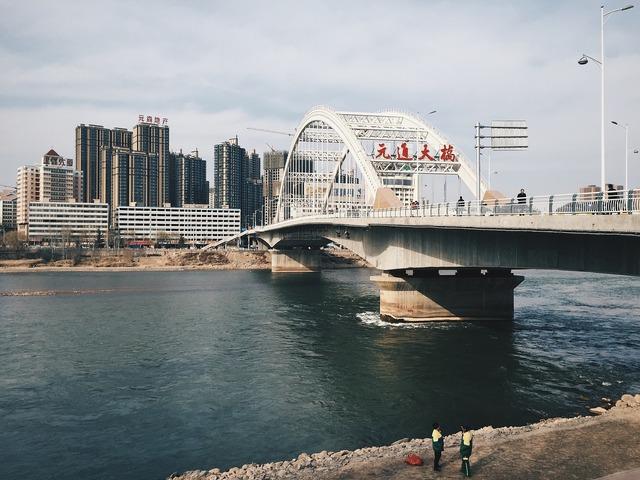 The scenery readily take yuantong bridge.