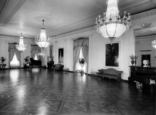 The white house black and white 1952, places monuments.