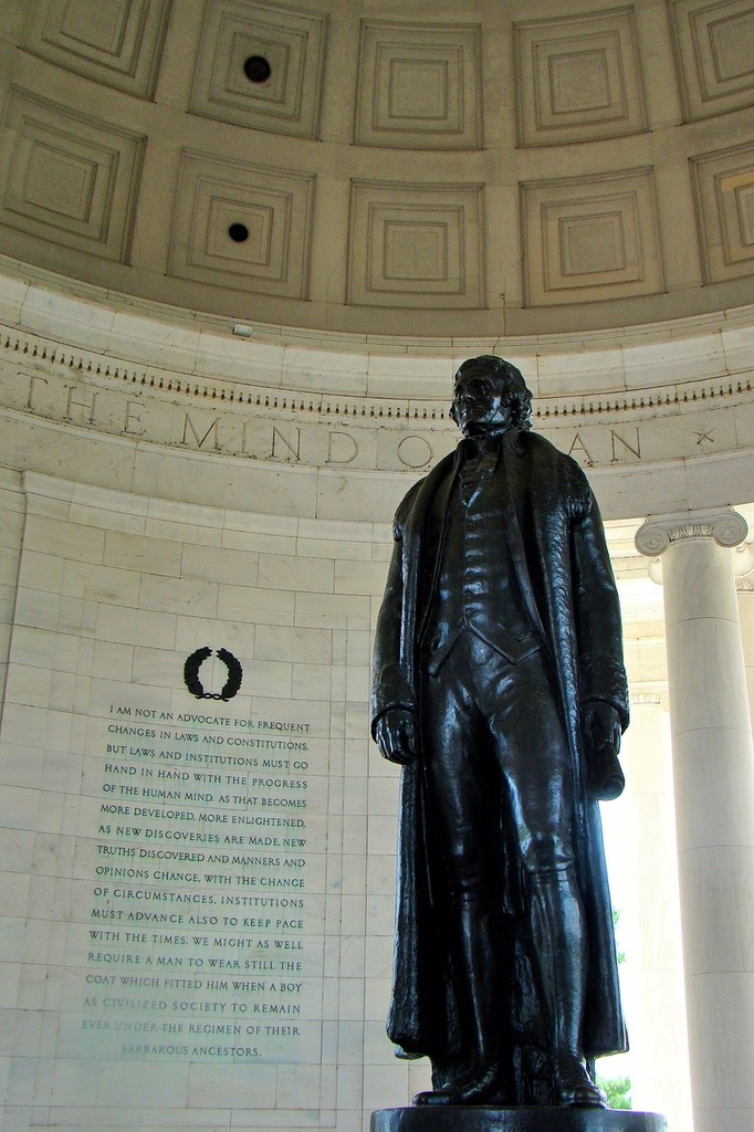 Thomas jefferson memorial statue washington dc.