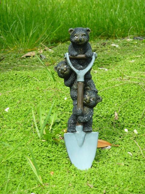 Three bears shovel work, industry craft.