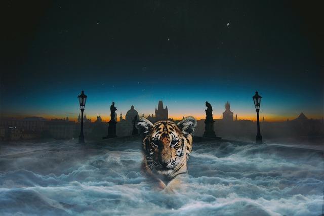 Tiger thriller night, animals.