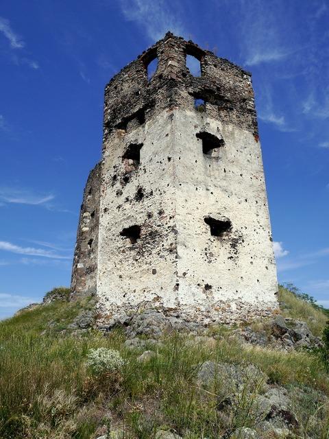 Tower castle ruins, places monuments.