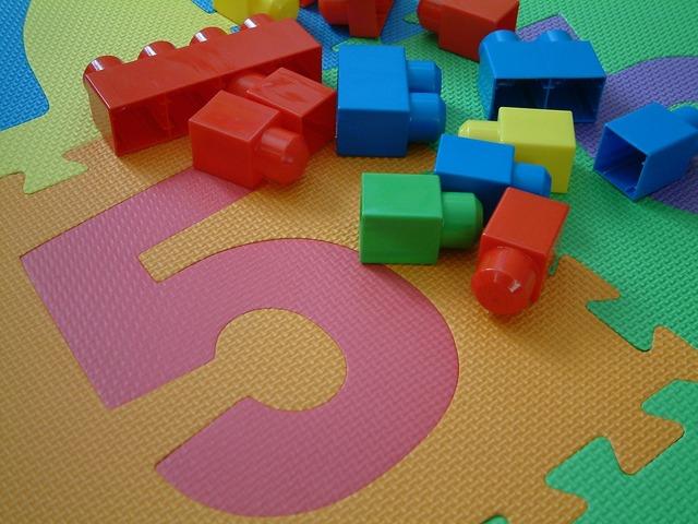 Toys kids pieces.