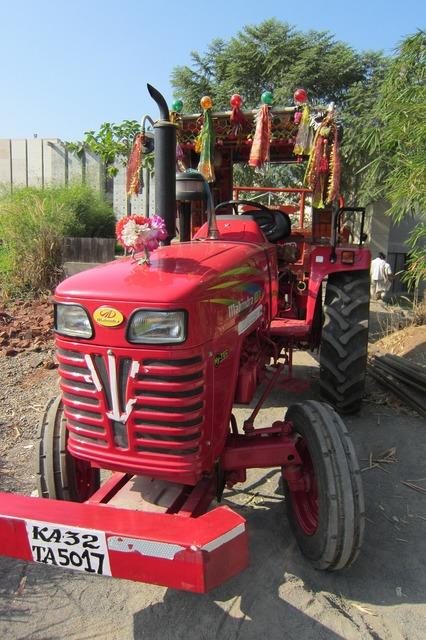Tractor machinery machine, transportation traffic.