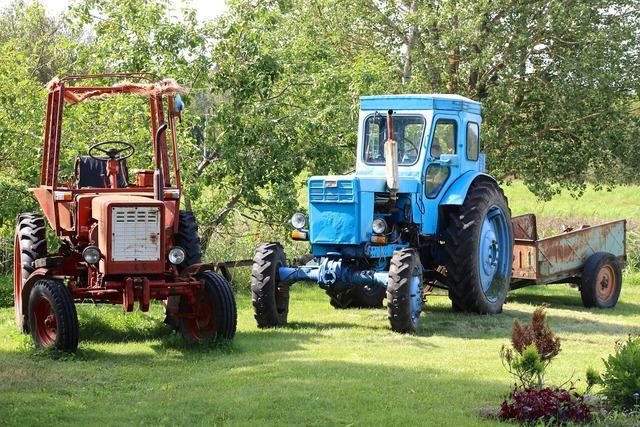 Tractor old transport, transportation traffic.