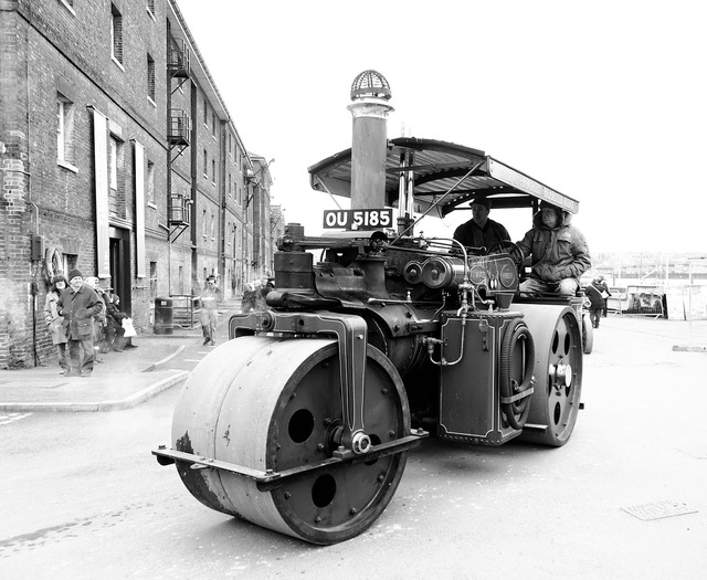 Tractor steam roller equipment, transportation traffic.