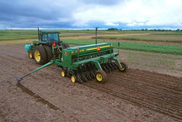 Tractor vehicles farm.