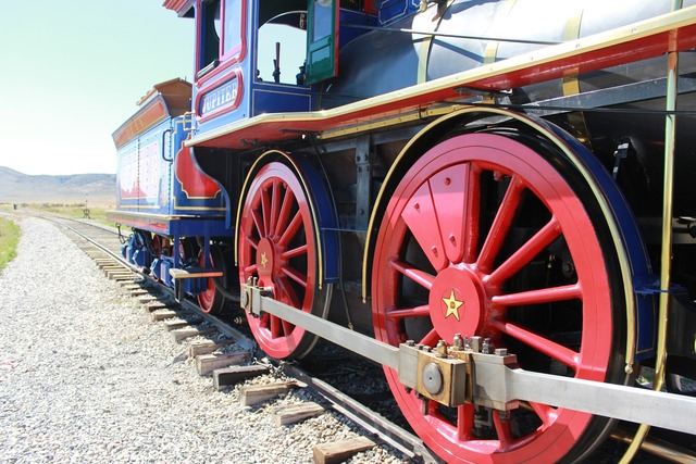 Train west steam engine, places monuments.