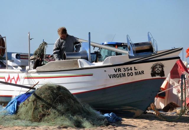 Transport fishing boat visser, transportation traffic.