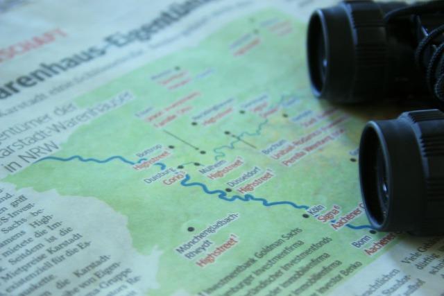 Travel map binoculars, travel vacation.