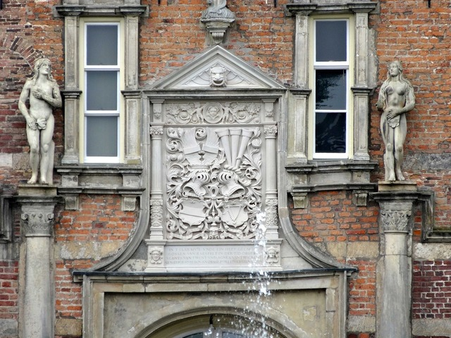 Twickel castle netherlands relief, people.