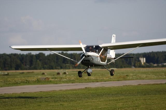 Ultralight landing plane.