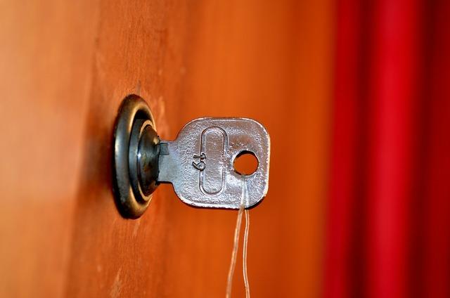 Unlock door keys.
