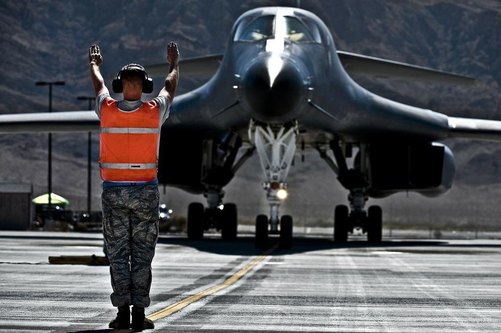 Us air force b-1b lancer aircraft, people.