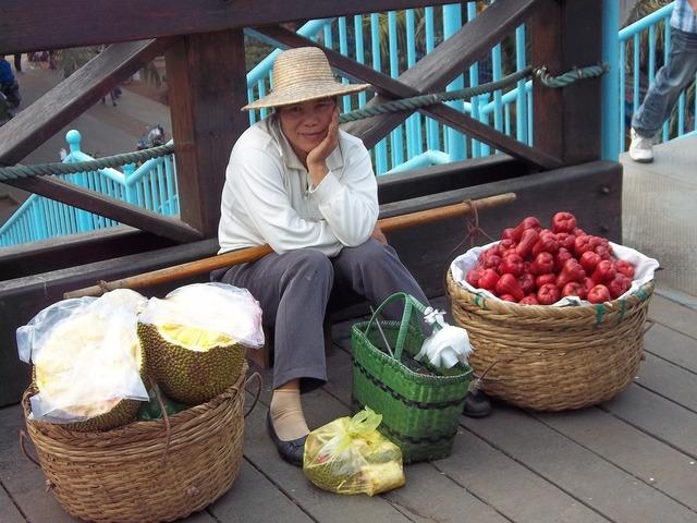 Vendor chinese fruit, food drink.