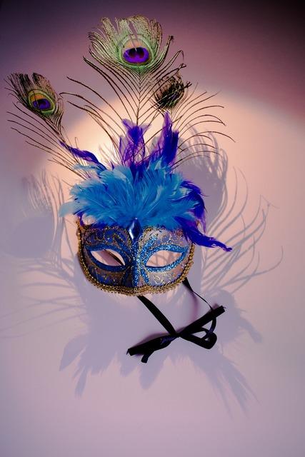 Venetian mask peacock features.