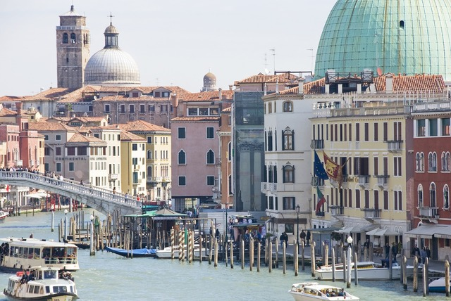 Venice canal palazzo ducale.