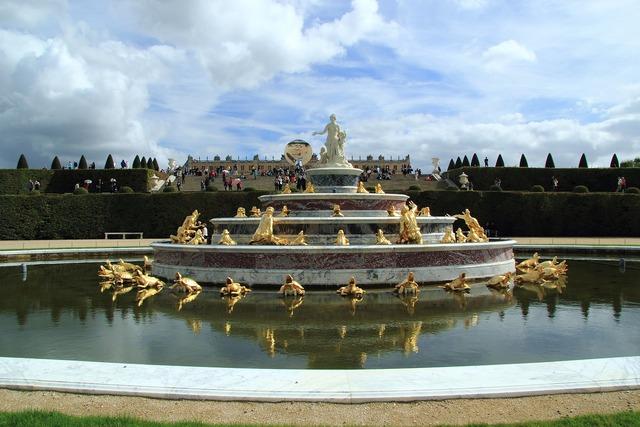 Versailles fountain beautiful.